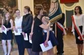 Maturzyści II LO w Brzegu odebrali świadectwa i wyróżnienia  [galeria zdjęć]