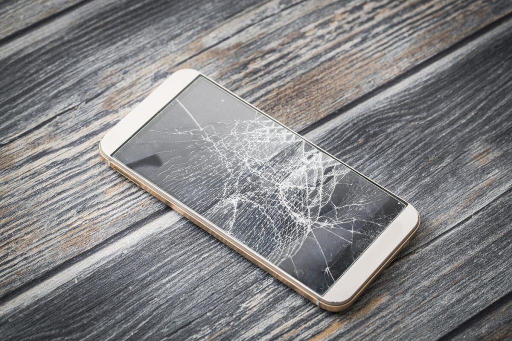 Zbity smartfon